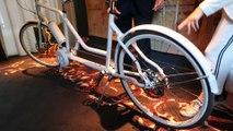 Quand la chef Anne-Sophie Pic découvre un vélo dessiné pour elle