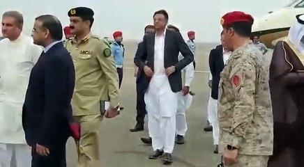 PM Imran Khan arrives in Saudi Arabia barefooted, gets a warm welcome