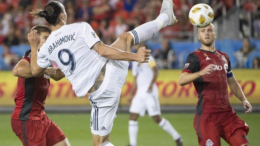 Un high kick à 180° en pleine course : le 500e but en carrière de Zlatan est… zlatanesque !