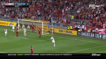 Zlatan Ibrahimovic marque un but de Karatéka