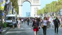 """""""Journée sans voiture"""": piétons et vélo sur les Champs-Elysées"""