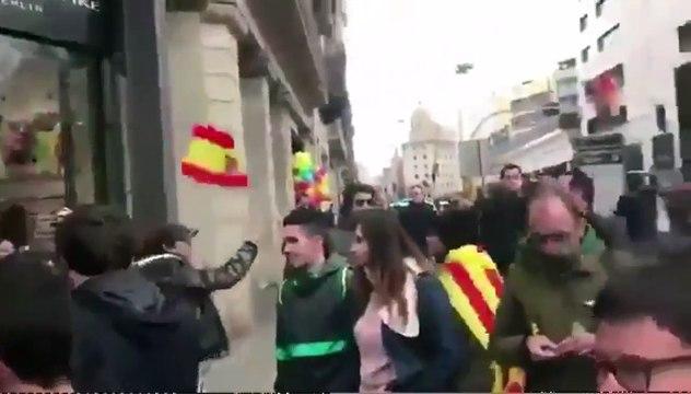 Agreden violentamente a un chico con una bandera de España
