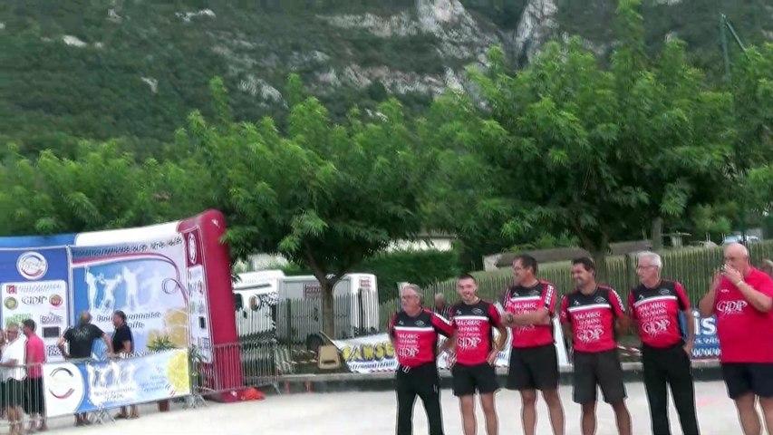 Spectaculaire arrivée du but de la finale du Super 16 masculin de Saint-Pierre de Chérennes