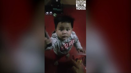 This 2-years-old child deserves an Oscar