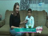 تسليم جائزة للفائز بمسابقة برنامج بنات وولاد للطفل محمد رزق