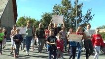 Hautes-Alpes: les parents manifestent pour dire leur  mécontentement sur la hausse du coût des transports scolaires
