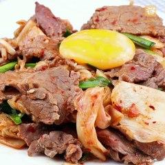 Trới mưa ăn' Thịt bò xào kim chi' là đúng điệu, siêu cay, siêu mềm, siêu ngon !