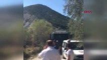 Kütahya'daki Arazi Yangınını Polisler Toma Aracıyla ile Söndürdü