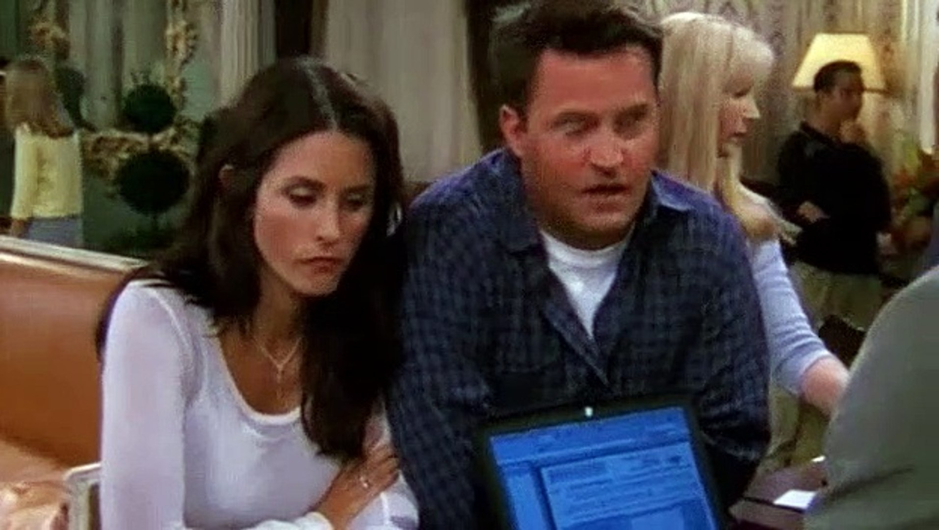 Friends S08E02 The One with the Red Sweater