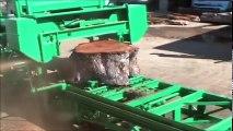 Travaux de fraisage de bois dangeureux. Plus grande scierie mondiale