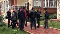 FETÖ/PDY terör örgütü soruşturması kapsamında Eski Edirne İstihbarat Şube Müdürü Özgür Nikbay, sahte kimlikle yakalanarak gözaltına alındı