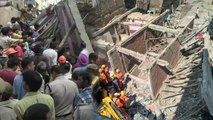 New Delhi : 3 Storey Building in Ashok Vihar collapses, People Injured | Oneindia News