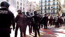 Tensió entre els Mossos d'Esquadra i els manifestants independentistes