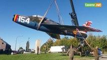 La re-pose de l'avion de la base de Florennes sur le rond-point de Vodecée