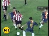 Hagi'nin attığı son dakika golüyle beraber Galatasaray Şampiyonlar ligi grubunda 3 puana kavuşuyor. Belki de grubun en kritik golüydü Galatasaray için. Spikerin de muhteşem sevinciyle efsane bir gol halini almış bir an... ~30.09.1998