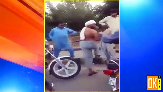 Citizen Words Exchange  With Traffic Warden For Doing Challan