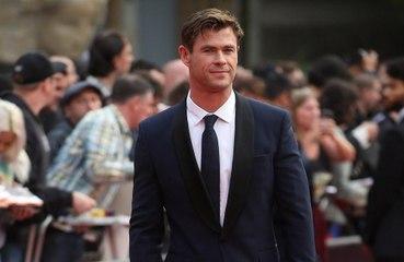 Chris Hemsworth se siente 'asqueado' por sus niveles de riqueza