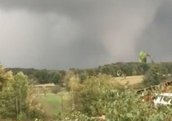 Local Resident Films Townville Tornado From Backyard
