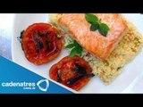 Receta de salmón rostizado lentamente con jitomates. Receta para preparar salmón