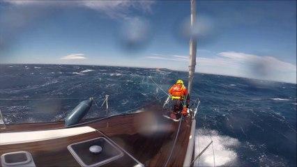 SNSM Cap d'Agde: le sauvetage de 5 personne sur un voilier de 14 mètres en perdition au large du Cap d'Agde.