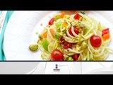 Receta para preparar pasta con pollo, jitomates dehidratados, queso azul y piñones. Receta de pasta
