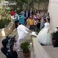 Danse du marié.. C'est quoi cette danse de FOU !?