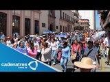 Maestros de la sección 22 conmemoran su día con una marcha en el Monumento a Juárez, Oaxaca