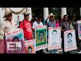 Acuerdan padres de los 43 normalistas levantar plantón en Paseo de la Reforma / Pascal Beltrán