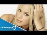 Shakira es la portada de una revista / Shakira is the cover of a magazine