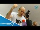 Calle 13 saca a la prensa de su firma de autógrafos / Firma de autrográfos de Calle 13