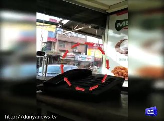 Dunya News- Robbers, Police face-off in Sialkot's Saddar Bazar .