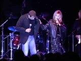 Olivia Newton Jon e Jon travolta  fas dueto 35 anos depois