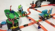 4 HOT WHEELS CITY Tracks Combined Into 1 Mega Track Set || Keith's Toy Box