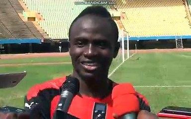 Sadio Mané sur la pelouse du stade