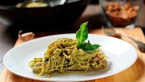 Pasta cremosa al pesto - Espagueti fácil de preparar