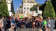 Marseille - Marche pour le climat : plus de 1 000 personnes devant la Préfecture