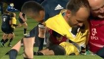 Romain Poite tombe KO après avoir été percuté par un joueur