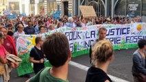 - Fransızlar küresel ısınmaya 'dur' demek için sokağa döküldü- Fransa'da küresel ısınma karşıtı gösteri