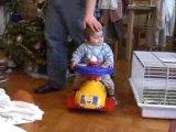 bébé en trotteur 3