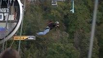 Basejumper in Sotschi springen von 207 m hoher Brücke