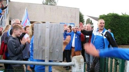 Saint Mars La Brière VS Soulgé. Haie d'honneur des supporters pour les joueurs.