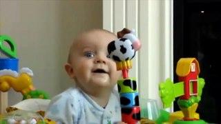 Hài hước với trẻ em bé cười sáng kho�