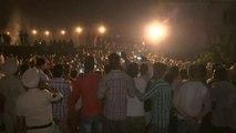 India: treno travolge folla, oltre 50 morti