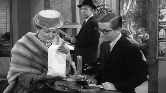 The Andy Griffith Show S02 E25 - Andy and Barney in the Big City