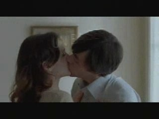 Un baiser s'il vous plait - Teaser 1
