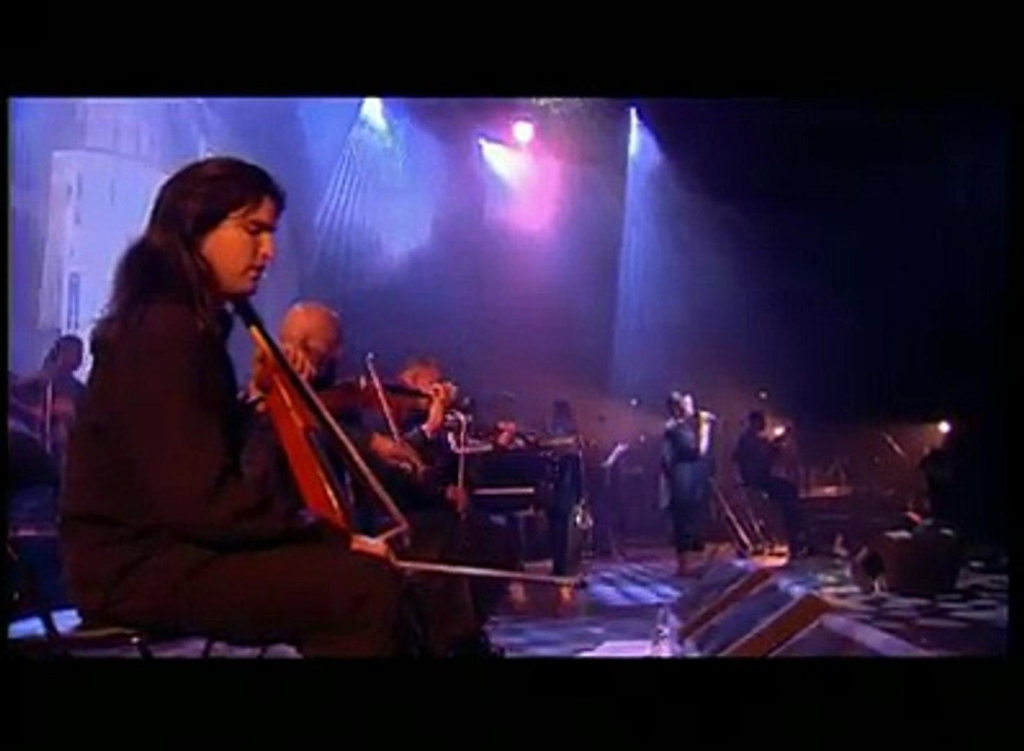 "Souvenir: ""Fada"" recorded Live in Paris Zenith, 28 April 2001 (original song from album ""São Vicente di Longe"" released in 2001)."