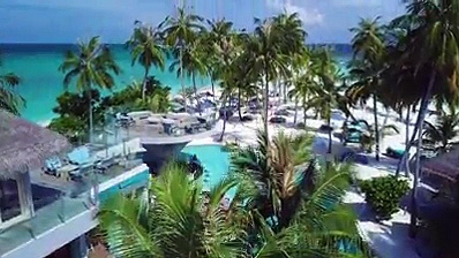 或許每個人對於馬爾地夫印象最深刻的是那美到心房裡的清澈海水那是因為還沒有見識過Finolhu Baa Atoll 獨一無二的超長拖尾沙灘可是會讓人震撼到產生走在印度洋海面上的錯覺呢!!! Line台北