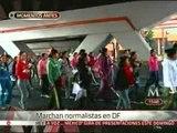 Marchan normalistas de Ayotzinapa en el DF