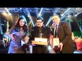 حفل النايل دراما |  النجم سمير غانم وصورة مع الجائزة مع الفنانة دنيا سمير غانم