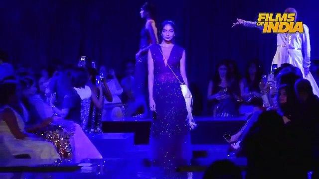 Jacqueline Walk On Ramp for Karishma & Monice | Bollywood | Latest News & Gossips | Hot Ramp walk